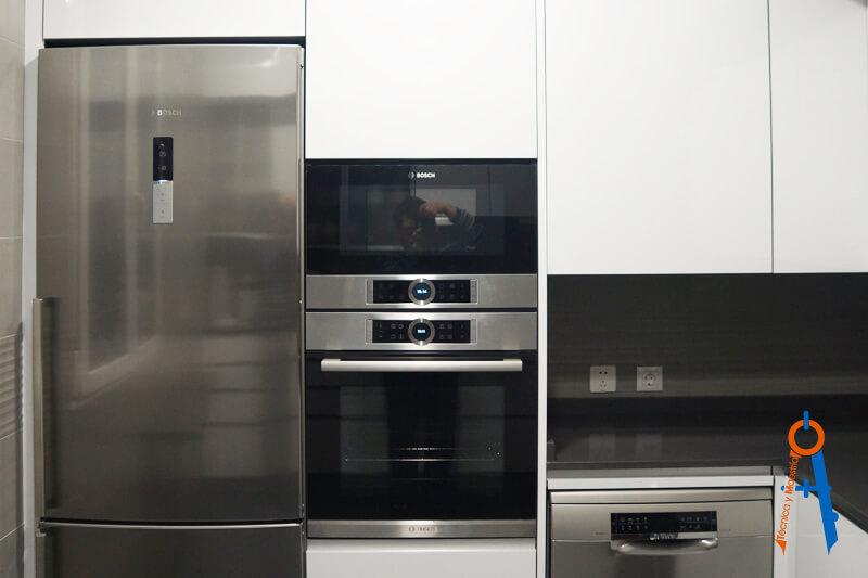 Reforma-de-Técnica-y-Maestría-en-la-calle-Alcalá-de-Madrid,-cocina-espacio-aprovechado