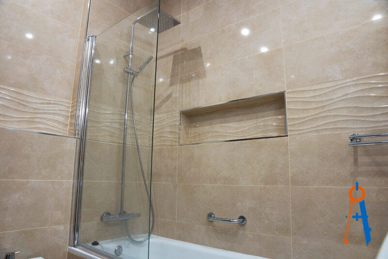 Reforma-de-Técnica-y-Maestría-en-la-calle-Alcalá-de-Madrid,-ducha