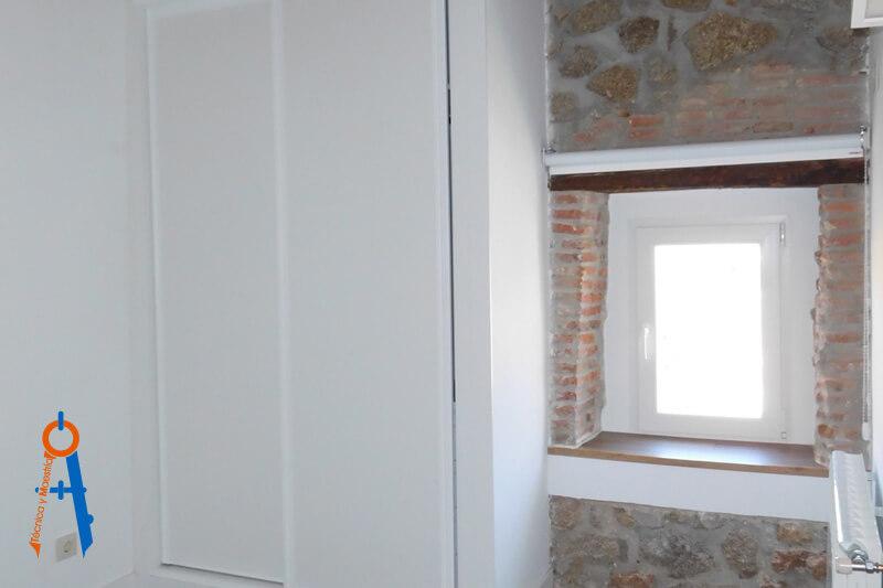 Reforma-en-Torrelodones-de-Técnica-y-Maestría,-ventana
